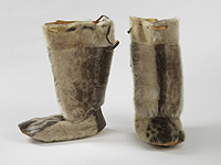 Kamiks made with flat soles, common to the Ungava Inuit and people of their area.