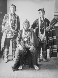 Matchis�Skank, Tabalwatang et Bashicta�Nogueb, Délégation à Washington,1901National Anthropological Archives, Smithsonian Institution, 581�B�1