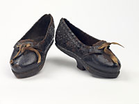 Dark brown embossed leather shoes with latchets.