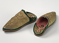 Babouche with layered leather sole, pointed toe. Upper solidly embroidered with metallic gold thread on green velvet. Inside lined with pink flannel.