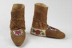 Made by Julie Lennie, Deline (Fort Norman),Northwest Territories, 1987 Moose and caribou hide, cotton embroidery thread,porcupine quill, horsehair These moccasins won first prize in the embroidery section of The Decorated Moccasin Contest,sponsored by The